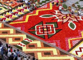 Karpet Raksasa Dari Bunga
